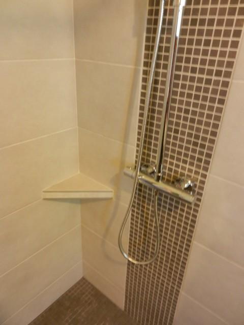 Salle de bains 7 c tablette et colonne douche sur - Simulateur faience salle de bain ...